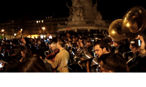 Paris: A standing orchestra !!!