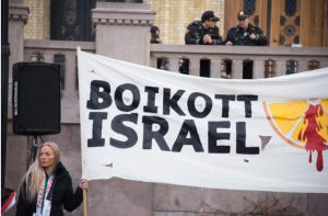 200 legal scholars back right to boycott Israel