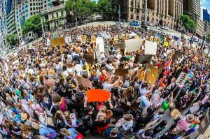 Australia: Thousands of students walk out of school to demand politicians stop dangerous climate change