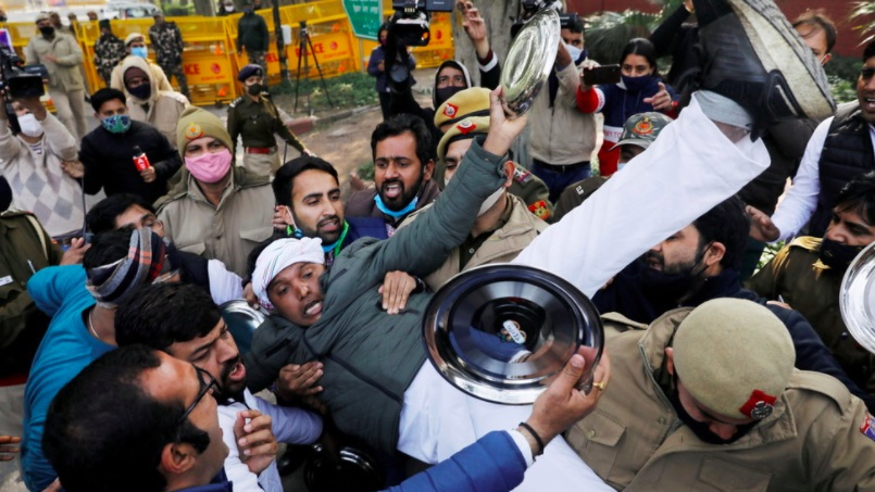 India's Supreme Court puts controversial agricultural laws on hold amid farmers' protests