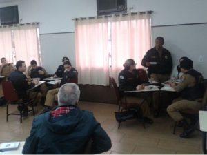 Curitiba, Brasil: Policiais militares discutem cultura de paz