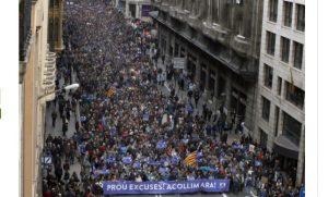 Una multitud clama en Barcelona por la acogida de refugiados